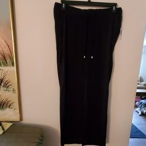 Old Navy NWT Maternity Pants - M